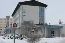 Bývalý hotel Bobík ve Volarech koupili při dražbě ve středu 25. ledna zástupci města Volary za necelých 7,8 milionu korun.