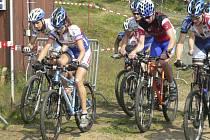 JEDOU O MEDAILE. Vimperští bikeři by rádi získali o víkendu několik medailí. Podřídili tomu přípravu a tvrdě na trati šampionátu trénovali i v tomto týdnu.