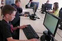 Školáci ze základní školy ve Vodňanské ulici se shodují na tom, že testy příliš obtížné nejsou. Většina z nich dokonce stihla test z českého jazyka před limitem.