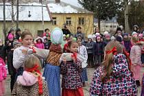 Děti ze ZŠ Vodňanská se rozloučily se zimou a přivítaly jaro.