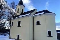 Kostel sv. Máří Magdalény v zimním převleku.