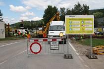 Přes železniční přejezd ve směru z Prachatic na České Budějovice se řidiči nedostanou.