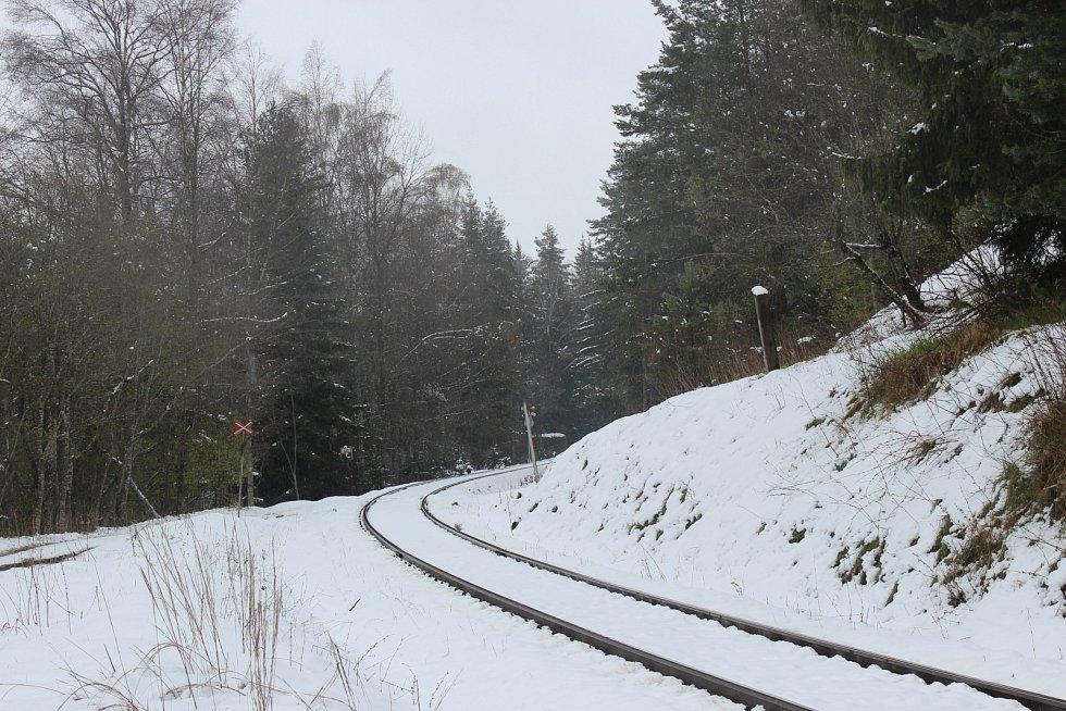 Vlaky na Volarsku nejedou. Stále dochází k výpadkům elektřiny.