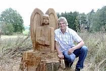 Na soše anděla pracoval Ladislav Friš několik dní, zdá se, že k práci se dřevem se ještě vrátí.