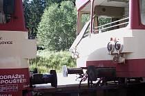 ŠKODA ZA PĚTADVACET TISÍC KORUN. Při srážce dvou vlaků bylo zraněno několik cestujících, škoda byla i na vlacích.