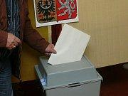 V Radkově v sobotu proběhly dodatečné komunální volby. K urně ve volební místnosti na obecním úřadě přišlo 91 ze 101 voličů.