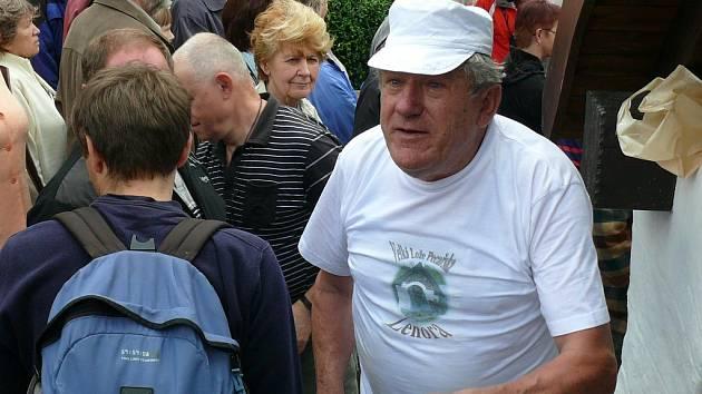 Mistr pekař Augustin Sobotovič bude mít dnes plné ruce práce.