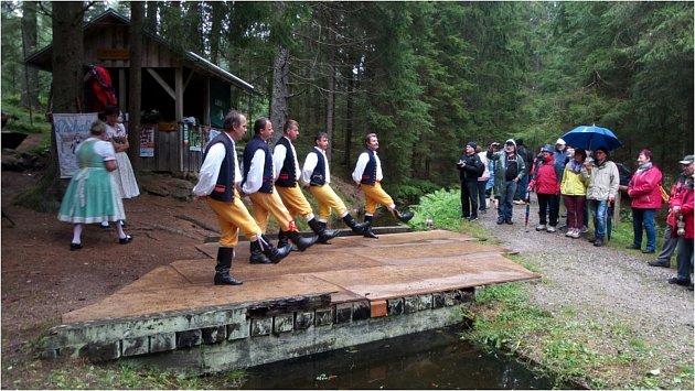 Poslední letošní ukázka plavení dřeva na Schwarzenberském plavebním kanále je minulostí. Už se chystá příští ročník.