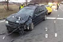 Dopravní nehoda osobního automobilu Seat a Audi u křižovatky Pečnov - Chlumany byla pro řidičku Seatu osudnou. Řidič osbního automobilu značky Audi utrpěl zlomeniny.