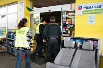 Pracovníci daňové správy a celníci včera kontrolovali také čerpací stanici u Čkyně.