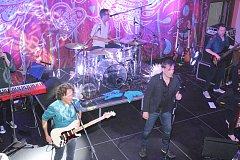 Narvaný sál Národního domu přivítal v Prachaticích kapelu MIG 21.