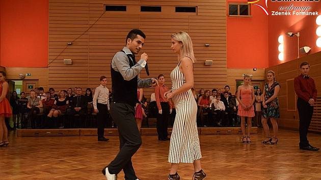 Salsa lekce v tanečním kurzu ve Vimeprku.