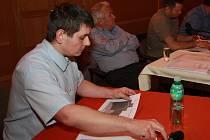 Daniel Kaifer připravil pro zastupitele statistiky dluhů.