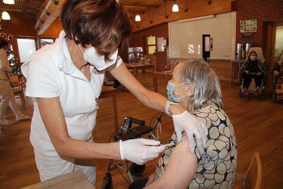 Ve čtvrtek 7. ledna se začalo s očkování proti covid-19 seniorů v Domově seniorů Mistra Křišťana v Prachaticích.
