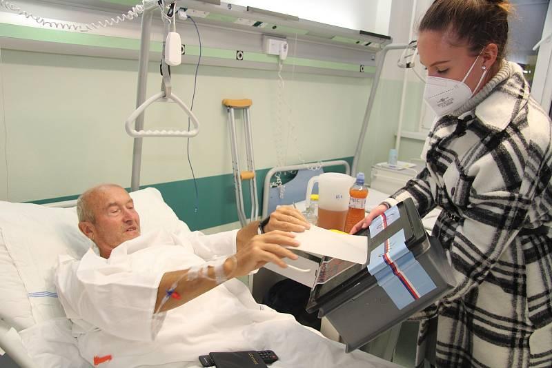 Volební komise v pátek vpodvečer obcházela pacienty v prachatické nemocnici.