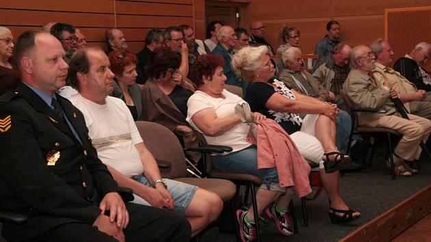 Na posledním jednání vimperských zastupitelů byla v jeho začátku nouze o volné židle, takový měla veřejnost zájem o to, co se bude dít.