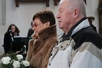 V sobotu dopoledne oslavili manželé Růžena a Vladimír Buzický padesát let společného života. Při výročí obnovili v kostele sv. Jakuba v Prachaticích manželský slib.
