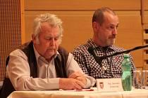 Po více než dvanáct let usedal Luboš Drenčeni (vpravo) mezi zastupiteli města Vimperk.