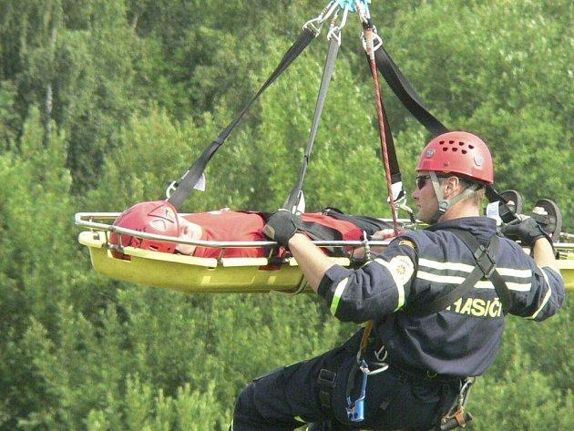 Děti na ZŠ Národní viděly práci záchranářů.