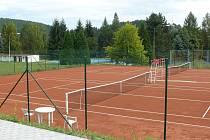 Dva ze tří nových tenisových kurtů ve Vimperku.
