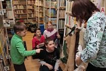 Noc s Andersenem v Městské knihovně v Prachaticích byla letos věnována pověstem. Ty se proplétaly vším, co pro malé čtenáře knihovnice připravily.