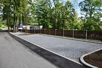 Parkoviště pod zámkem je připraveno pro turisty. Foto: Zdeněk Formánek
