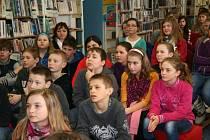 Prachatičtí školáci se zaposlouchali do pověstí Jaroslava Pulkrábka.
