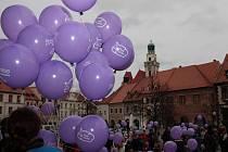 Do vypuštění balonků zbývá jen pár minut.