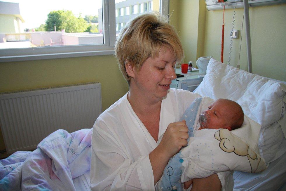 JANKA HOVORKOVÁ, PRACHATICE. Narodila se v pátek 19. července v 9 hodin a 56 minut v prachatické porodnici. Vážila 3350 gramů. Má sestřičku Zuzanku (2 roky). Rodiče: Jana a Jaroslav.