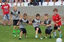 Co těmhle dětem chybí do výšky a zkušeností, to nahrazují zápalem a srdcem, které rozhodně bije pro fotbal.