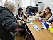 V Lažištích přišlo za první čtvrthodinu volit 9 že 243 oprávněných voličů.