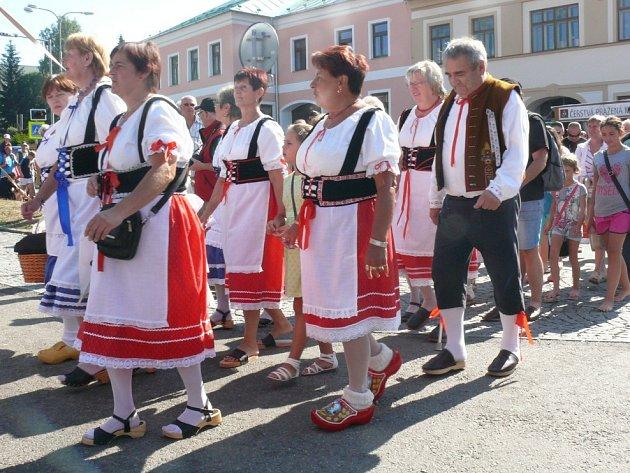 Volarští se znovu pokusí o rekord v počtu lidí v dřevěné obuvi.