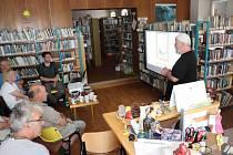 Další díl literárních večerů ve volarské knihovně se spisovatelem Janem Měšťanem.