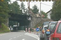 Od 6. dubna nebude možný průjezd pod viaduktem ani pomocí semaforů. Práce jej uzavřou docela.