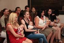 Úterní vítání nových občánků v Prachaticích bylo do konce léta poslední. Další bude nejspíše až v říjnu. Děti z mateřských škol čekají prázdniny a kulturní pásmo si budou připravovat už noví předškoláci, ale až v září.
