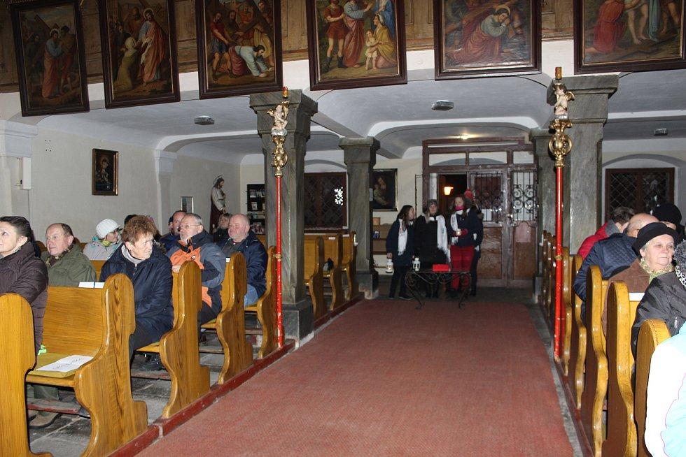 Volarští si zazpívali v místním kostele s Dobrou Zprávou.