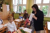 Děti z I. B třídy ZŠ ve Vodňanské ulici v Prachaticích mají první opravdové vysvědčení.