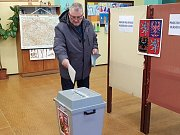 Prachatický okrsek číslo 7. V pátek zde odvolilo okolo 40 procent voličů. A od sobotního rána chodí další.