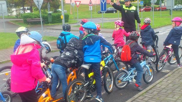 Děti z Vodňanky cvičily jízdu na kole.