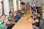 Žáci Základní školy Zlatá stezka 387 v Prachaticích vyráběli v KreBul dešťové hole.