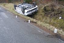 Na zledovatělou vozovku doplatila včera ráno řidička Fiatu Doblo, která havarovala poblíž Lipky u Vimperka. Auto  po nehodě zůstalo v těsné blízkosti potoka. Ilustrační foto.