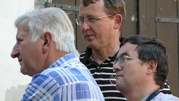 Mezi těmi, kteří si nenechali výjimečnou příležitost ujít, byl také jan Šrámek (vpravo), který každou neděli ráno stoupá po více než stech schodech do zvonice zvonit ručně na zvon svatý Jakub.