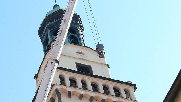 Než šel nový zvon nahoru naostro, bylo potřeba všechno náležitě odladit a pečlivě vyměřit.