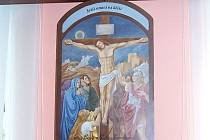 Čtrnáct obrazů pro křížovou cestu vytvořila Vladimíra Fridrichová Kunešová podle svých návrhů a souhlasem národního památkového ústavu.