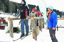 Obec připravila sjezdovku nad Kovárnou tak, že je jedinou na Volarsku, kde se může lyžovat.