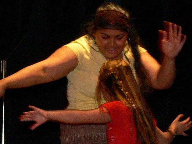 V Městském divadle se představily především romské děti.