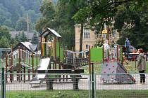 V loňském roce investovalo město Vimperk přes milion korun do obnovy a doplnění dětského hřiště u Volyňky. Vimperáci letos zasílají své hlasy pro další hřiště, tentokrát to Rákosníčkovo.