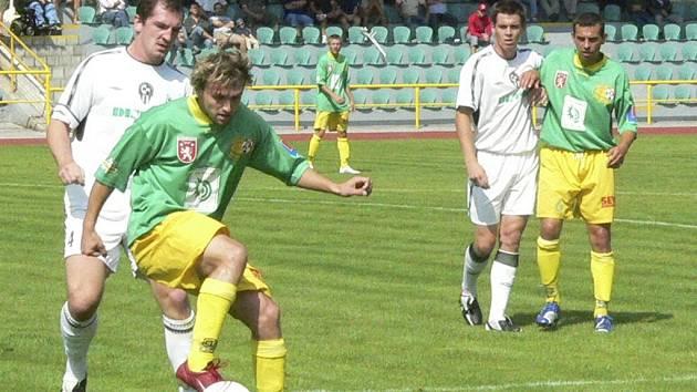 Martin Šicner (u míče) byl nejlepším hráčem utkání.