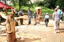 Připomínkou Setkání dřevosochařů ve Vimperku budou další dřevěné plastiky.