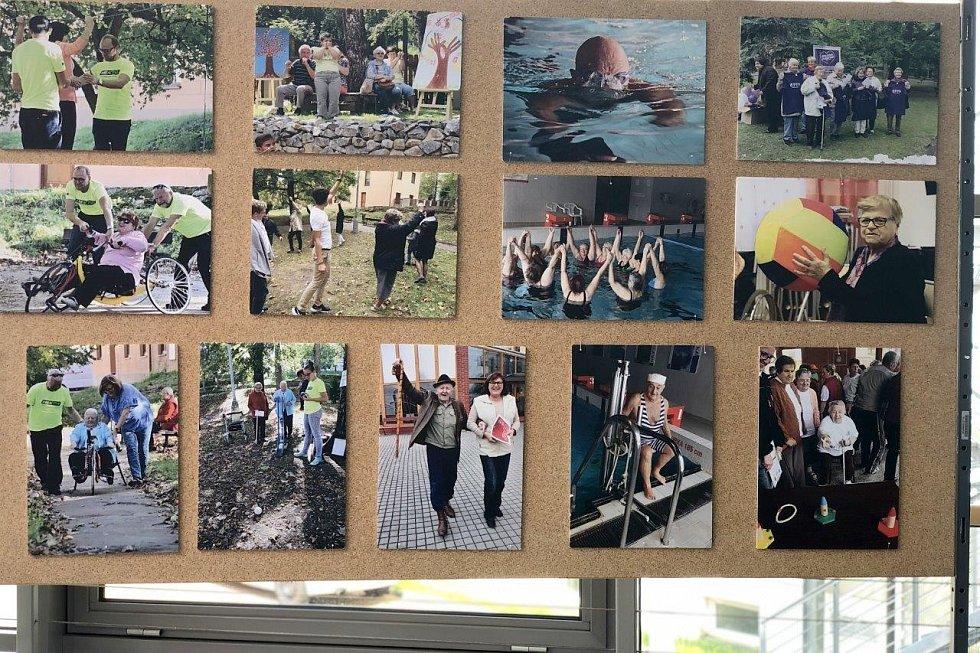 Jihočeský krajský úřad České Budějovice v květnu 2021 hostí výstavu dokumentů a fotografií Pět let SeniorPointu Prachatice a Umění s postižením.